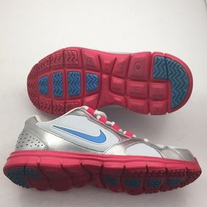 Nike youth shoe size 5y
